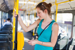 Nätt ung kvinna på en streetcar/en spårväg Fotografering för Bildbyråer