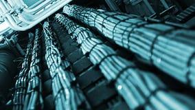 Nätverks- och maktkablar, abstrakt flöde av information i internet Royaltyfri Foto