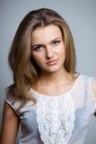 όμορφη γυναίκα πουκάμισω&nu Στοκ φωτογραφία με δικαίωμα ελεύθερης χρήσης