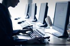 εργαστήριο υπολογιστώ&nu Στοκ εικόνα με δικαίωμα ελεύθερης χρήσης