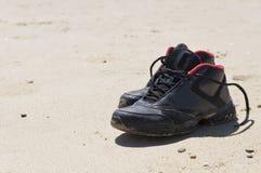Nu-pieds sur la plage Photo libre de droits
