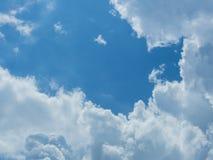 Nuage avec le fond de ciel bleu Image libre de droits