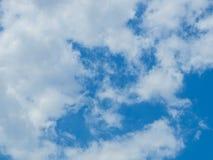 Nuage avec le fond de ciel bleu Image stock