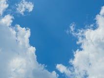 Nuage avec le fond de ciel bleu Photographie stock libre de droits