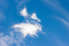 Nuage blanc à l'arrière-plan de ciel Images stock