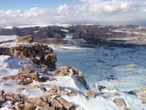 Nuage blanc de montagnes de neige de ciel bleu Image stock