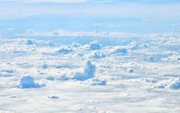 Nuage blanc en ciel de bllue Photos libres de droits