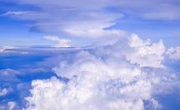 Nuage blanc en ciel de bllue Image libre de droits