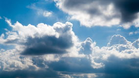 Nuage bleu en ciel chez Sunny Weather banque de vidéos