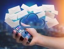 Nuage bleu entouré par l'email réaliste d'enveloppe montré sur a Photos libres de droits