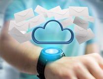 Nuage bleu entouré par l'email réaliste d'enveloppe montré sur a Photo stock
