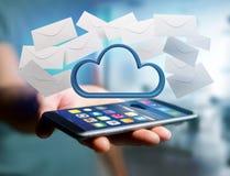 Nuage bleu entouré par l'email réaliste d'enveloppe montré sur a Image libre de droits