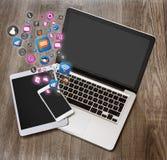 Nuage d'icone de technologie sortant un smartphone Images libres de droits