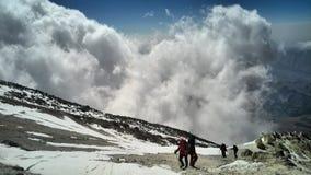 Nuage dans la crête, crête de demavand Photographie stock libre de droits