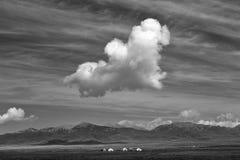 Nuage dans le ciel au-dessus de la steppe image stock