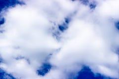 Nuage dans le ciel images stock