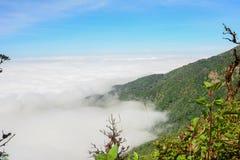 Nuage de ciel de montagne Images libres de droits