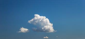 Nuage de ciel de panorama de fond images stock