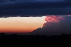 Nuage de coucher du soleil de soirée d'été Image libre de droits