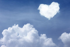 Nuage de forme de coeur Images libres de droits