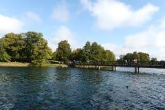 Nuage de Galve de lac par jour Photographie stock libre de droits