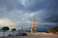 Nuage de luxe de mer de pélerin dans la baie de Navarino, Grèce Photographie stock