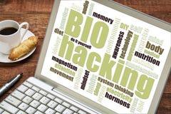 Nuage de mot de Biohacking sur le comprimé Photo libre de droits