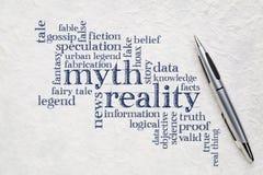 Nuage de mythe et de mot de réalité photographie stock