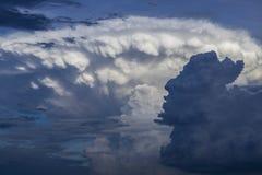 Nuage de nimbus de cumulus photos stock