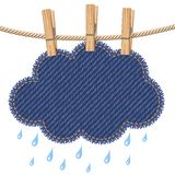 Nuage de pluie sur une corde à linge Photos stock