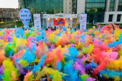 Nuage de poussière coloreful couru par couleur Photographie stock libre de droits