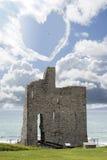 Nuage en forme de coeur d'amour au-dessus de château Images libres de droits