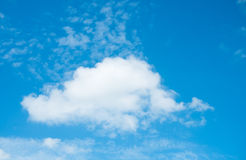 Nuage et ciel bleu photo libre de droits