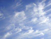 Nuage et ciel bleu Images stock