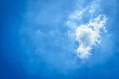 Nuage et ciel dans la saison des pluies Images stock