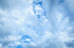 Nuage et ciel dans la saison des pluies Image libre de droits