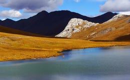 Nuage et lac en hiver Images libres de droits