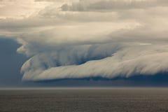 Nuage et orage d'étagère Image libre de droits