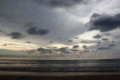 Nuage foncé au-dessus de la mer Photos libres de droits