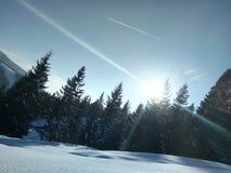 nuage froid de vue de paysage naturel du soleil de neige de montagne photographie stock