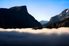 Nuage inverse dans les montagnes norvégiennes. Images stock