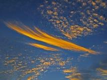 Nuage orange d'Altocumulus magnifique en ciel bleu l'australie photos stock