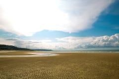 Nuage sur la plage photographie stock