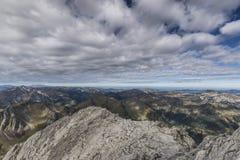 Nuages étirés au-dessus des Alpes Photographie stock libre de droits