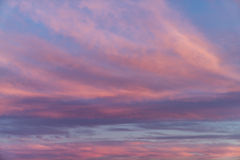 Nuages étonnants de coucher du soleil Photo libre de droits