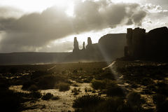 Nuages au-dessus d'un paysage de désert Photos libres de droits