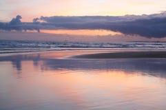 Nuages au-dessus de bord de la mer atlantique Photo libre de droits