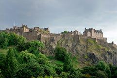 Nuages au-dessus de château d'Edimbourg photos stock