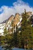 Nuages au-dessus de crête à couvercle plat en Rocky Mountain National Park Photographie stock libre de droits