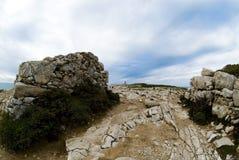Nuages au-dessus de falaise Photographie stock libre de droits
